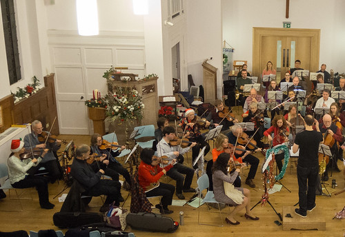 DSCN2033left Ealing Symphony Orchestra Christmas Concert rehearsal. 15th December 2018. Ealing Green Church, west London (photo Lucy Robinson)