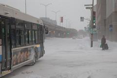 Le voyageur / Traveling man (Jacques Lebleu) Tags: autobus neige hiver montréal voyageur bagages intersection piéton métro