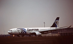 Berlin SXF 5.2.2019 Egyptair A-330-300 (rieblinga) Tags: berlin sxf airbus a 330300 522019 schönefeld egyptair analog canon eos 3 agfa ct precisa 100 diafilm e6 sigma 150600 c
