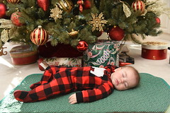 2018-12-25 10.58.59 (whiteknuckled) Tags: christmas fayetteville smiths family trip 2018 joshua under tree day opening presents