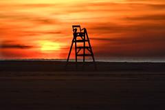 veure sortir el sol, un altre plaer ben senzill... (manel pons) Tags: manelpons deltadelebre platjadelseucaliptos vigilant vigilante albada amanecer sortisadesol
