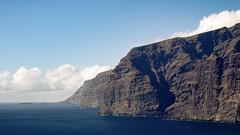 Muralla del infierno (lofeivan12) Tags: skyblue sky seashore shore sea atlantico oceano azul blue water agua europa islascanarias canarias españa tenerife acantiladodelosgigantes losgigantes muralladelinfierno acantilado