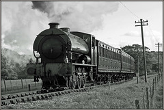 Final Approach. (Jason 87030) Tags: hunslet austerity wd wardepartment army steam smoke kettle engine lco preserved preservation line wight wootton ts telegraph pole mono bw bbw black noir blanc white cool frame border tons fields spot lineside location october 20018 tren train island eos canon transport heritage