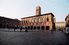 Medieval Square !!! (fondazza1943) Tags: bologna italy leica r3 super angulon