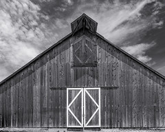 20180505_cayucos_bw_014 (petamini_pix) Tags: california blackandwhite blackwhite bw monochrome grayscale barn door sky dramaticsky angular angle wood wooden pattern lines texture cambria building