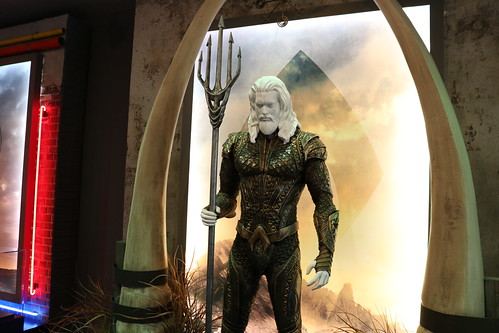 "Aquaman Costume from Justice League (2017) • <a style=""font-size:0.8em;"" href=""http://www.flickr.com/photos/28558260@N04/31252075117/"" target=""_blank"">View on Flickr</a>"