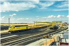 Vacío de carril en La Hiniesta (440_502) Tags: 335 032 ferrovial agromán base de montaje la hiniesta lav galicia piolina vacío carrilero carril