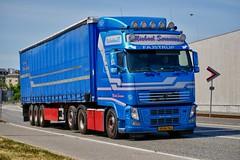 XM96764 (18.05.25, Østhavnsvej)DSC_8876_Balancer (Lav Ulv) Tags: 249194 portofaarhus østhavnsvej volvo volvofh fh500 fh3 2012 michaelsørensen blue curtainside planentrailer gardintrailer e5 euro5 6x2 truck truckphoto truckspotter traffic trafik verkehr cabover street road strasse vej commercialvehicles erhvervskøretøjer danmark denmark dänemark danishhauliers danskefirmaer danskevognmænd vehicle køretøj aarhus lkw lastbil lastvogn camion vehicule coe danemark danimarca lorry autocarra danoise vrachtwagen trækker hauler zugmaschine tractorunit tractor artic articulated semi sattelzug auflieger trailer sattelschlepper vogntog oplegger sættevogn