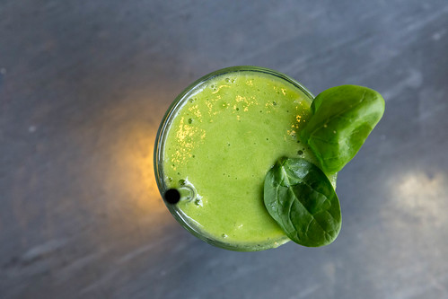 A detox smoothie with spinach, basil and ginger