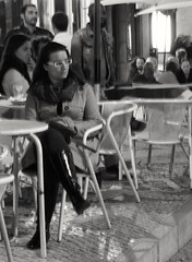 Desde el cafe (carlos_ar2000) Tags: cafe coffee bar chica girl mujer woman bella beauty sexy calle street linda pretty gorgeous lisboa portugal