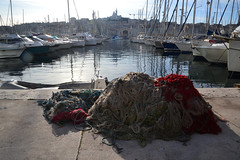 matin sur le vieux port (Jeanne Menjoulet) Tags: matin vieuxport filets pêche marseille