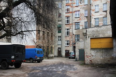 Old housing and backyard , Wrocław 31.01.2019 (szogun000) Tags: wrocław poland polska city cityscape buildings architecture old brick rundown decay residental backyard garages urban dolnośląskie dolnyśląsk lowersilesia canon canoneos550d canonefs18135mmf3556is