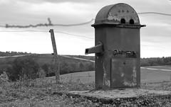Fontaine (philippe.ducloux) Tags: saintpaullaroche périgord périgordvert dordogne sudouest aquitaine paysage canon 6d 6dmkii canon6dmkii canonef70300mmf456isiiusm noiretblanc blackandwhite whiteandblack nb bw wb ef70300mmf456isiiusm fontaine