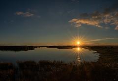 El sol se pone-VALDEPOLO (dnieper) Tags: valdepolo lagunadesentiz atardecer león spain españa panorámica