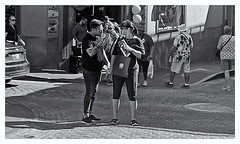 Fotografía Callejera (Street Photography) (Samy Collazo) Tags: pentaxauto1101978 pentax11050mmf28 pentaxmini pentax 110format formato110 smallformat formatopequeño streetphotography fotografiacallejera bn bw sanjuan oldsanjuan viejosanjuan puertorico