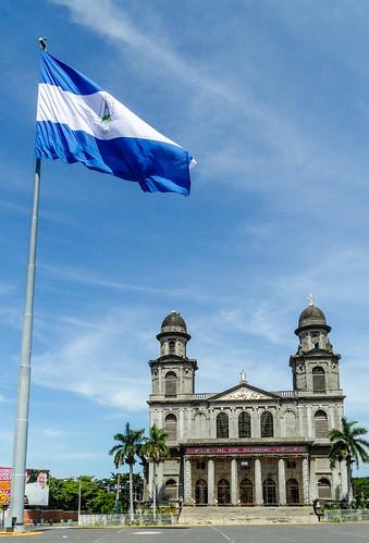 2011-08-27 (21) Ruine der alten Kathedrale in Managua (Nicaragua) - Beim Erdbeben von 1972 wurde die Catedral de Santiago de Managua schwer beschaedigt und konnte nicht mehr restauriert werden, die Ruine steht seitdem leer. 1993 wurde eine neue Kathedrale