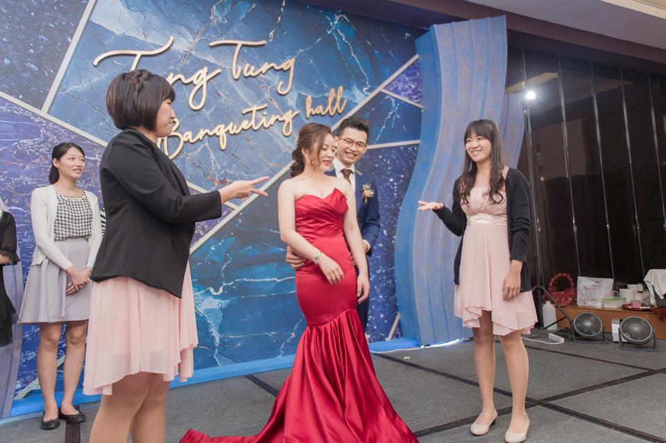 台南東東宴會式場 婚宴 走在幸福的紅毯上 R & B 150
