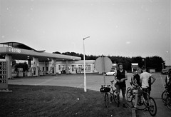2018-11-08-0029 (fille_ennuyeuse) Tags: black white film 35mm kodak tmax 400 analog szececin poland berlin europe germany ecmc bike messengers sarah max pedro ben mateo