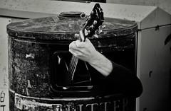 Guitar Player in a Litter Bin (Bury Gardener) Tags: 2018 nikond7200 nikon england eastanglia uk streetphotography street streetcandids snaps strangers candid candids people peoplewatching folks bw blackandwhite monochrome mono cambridgeshire cambridge