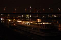 20 Dusseldorf octobre 2018 - le Rhin (paspog) Tags: dusseldorf düsseldorf allemagne deutschland germany fleuve river fluss rhin rhine rhein nuit night nacht octobre october oktober 2018