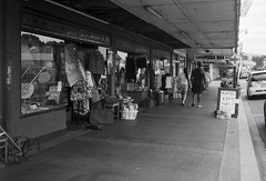 Main Street in Paeroa (Haruhara_Izzy) Tags: rollei 35 35mm film hp5 ilford canoscan 9000f
