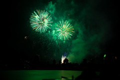 Fireworks Airshow 2018 #5 (eacmich) Tags: green bright longexposure show celebration fireworks nightshot nightshow nighttime canon abbotsford airshow twilight canada 6d 24105mm blackbackground peoplewatching finale