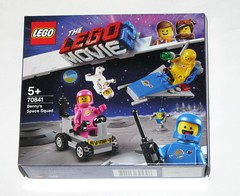lego 70841 1 benny's space squad the lego movie 2 the second part 2019 misb a (tjparkside) Tags: lego movie 2 tlm2 70841 708411 benny bennys space squad classic retro minifigure minifigures mini fig figs figure figures spacemen spacewomen spaceship spaceships robot robots wrench walkie talkie metal detector ray gun kenny lenny jenny yellow blue pink white vehicle vehicles 2019 second part logo 1 misb
