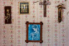 (franconiangirl) Tags: maison verlassen cross kreuz verlaten ehemalig decay derelict abandoned ue urbanwandering tapete wallpaper oncewashome