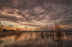 Atardecer. (Amparo Hervella) Tags: embalsedevalmayor comunidaddemadrid españa spain paisaje agua cielo nube reflejo naturaleza largaexposición d7000 nikon nikond7000