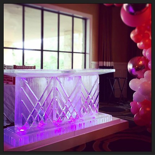 Elegant diamond cut #icebar for a #wedding with @thewhittexperience @austincountryclubtx tonight! #fullspectrumice #classic #thinkoutsidetheblocks #brrriliant - Full Spectrum Ice Sculpture