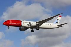 B787 G-CKWD London Gatwick 08.11.18-2 (jonf45 - 4 million views -Thank you) Tags: london gatwick airport lgw egkk airliner civil aircraft jet plane flight aviation dreamliner b787 787 789 b789 norwegian air uk boeing 7879 gckwd