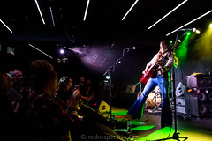 Lainey Wilson -6827 (MusicCloseup) Tags: 2018 20181027 countrymusicweekdaytimehub2018saturday countymusicweek europe laineywilson london october2018 theborderline uk unitedkingdom audience blue bluejeans color colour concert concertphotography country countrymusic crowd curlyhair electroacousticguitar fans flares gig guitar guitarist hair human instrument instruments jeans livemusic musicphotography people person redrospectivecom singer singersongwriter singing stagelights woman