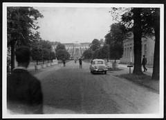 Archiv S121 Schloss Sanssouci, 1970er (Hans-Michael Tappen) Tags: archivhansmichaeltappen fotorahmen outdoor veranstaltung ddrzeit wartburgauto park 1970s 1970er