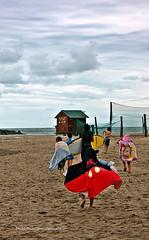 Mikey,salió corriendo... (Aprehendiz-Ana Lía) Tags: nikon flickr niños alegria playa mar color argentina mdq fila nubes cielo analialarroude imagen sky nubole tormenta lluvia deporte verano arena paisaje agua luz