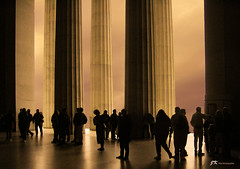 Visitors (James Korringa) Tags: lincolnmemorial washingtondc pilliars visitors tourists explore