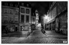 Vieux  Moulins (JG Photographies) Tags: france french auvergne allier moulins noiretblanc nocturne ville moyenâge jgphotographies canon7dmarkii