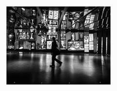 Réflexion.. (francis_bellin) Tags: 2018 photoderue homme noiretblanc monochrome ombre street bw passant placedesarts montréal blackandwhite nuit octobre streetphoto