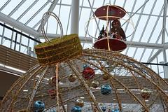 Decoration de noel du centre commercial d'Orleans (Snoopy-41) Tags: noel décorationsdenoel boules fête lumières bonhommepaindépice orleans centrevaldeloire centrecommercial niiikond7200