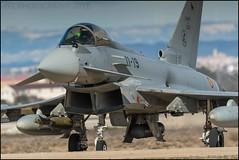 Maniobras de Eurofighter (Ejército del Aire Ministerio de Defensa España) Tags: eurofighter typhoon baseaéreadezaragoza airbase cabina cockpit ala11 jet aviación aviation combat combate plane airplane aircraft