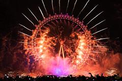 DSC04286-Edit-1 (z70photo) Tags: fireworks london londoneye newyear newyearseve newyearsfireworks londonstreets nightphotography