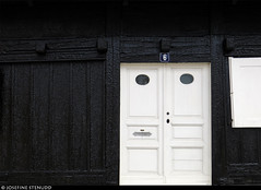 20150713_07 White door of wonky-looking black house | Visby, Gotland, Sweden (ratexla) Tags: ratexlasgotlandtrip2015 visby gotland 13jul2015 2015 canonpowershotsx50hs sweden sverige scandinavia scandinavian europe beautiful earth tellus photophotospicturepicturesimageimagesfotofotonbildbilder europaeuropean summer travel travelling traveling norden nordiccountries roadtrip journey vacation holiday semester resaresor ontheroad sommar town city urban wanderlust architecture housepr0n houseporn cottage cottages house houses building buildings hus door doors dörr dörrar cute sweet cozy gullig gulligt gulliga söt sött söta mysig mysiga mysigt black white svart vit vitt vita