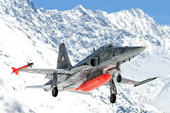 "F-5E Tiger of the Siwss Air force landing at a snowy Meiringen Air Force Base (PH-OTO) Tags: second air aircraft airline airlines airplane airport avgeek aviation aviationdaily aviationgeek avporn canon civil eos fighter fighterjet flight fly force general helicopter jet military photo photography photos pilot plane planespotting private sky spotting swissairforce f5e tiger meiringen unterbach flugplatz base lsmm snow dayglow haslital berner oberland militärflugplatz northrop f5 f5f ii swiss switzerland schweiz ""schweizer luftwaffe"" forces aériennes suisse forze aeree svizzera supersonic fliegerstaffel 6 schweizerluftwaffe"