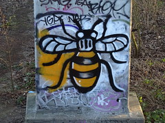 Manchester bee (stillunusual) Tags: manchester kingsway a34 cityscape streetphotography street city streetart urbanart urbanwalls wall wallart wallporn graffiti graffitiporn bee manchesterbee mcr england uk 2019