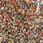 Schlösser als Liebesbeweis hängen an der Hohenzollerbrücke in Köln thumbnail