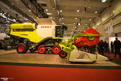 The New CLAAS LEXION 750 CEMOS AUTOMATIC Combine Harvester | Austro Agrar Tulln - Agricultural Fair (martin_king.photo) Tags: austroagrar tulln falt agricultural austroagrartulln 2018 messe mesetulln people visitors austria österreich agriculturalfair arbeitstier green clouds tractor powerfull martin king photo machines strong greatday great welovefarming agriculturalmachinery farm workday working modernagriculture landwirtschaft martinkingphoto machine machinery huge big agriculturepower dynastyphotography lukaskralphotocz day fans work place new brandnew allnew premiere claas terratrac combine harvester claaslexion750 cemosautomatic combineharvester claasconvio1080flex header flex claasconvio tracs