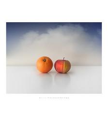 Frutta invernale (Fiorenzo Delegà) Tags: still life stilllife naturamorta orange apple clouds nubi nuvole nivola sky cielo volo fruits