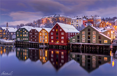 Winter in Trondheim, Norway (AdelheidS Photography) Tags: christmas citylights riverbank colorful colourful houses winter snow bluehour trøndelag nidaros nidelva trondheim scandinavia norden norvegia noruega noorwegen norwegen norge norway adelheidsmitt adelheidspictures adelheidsphotography