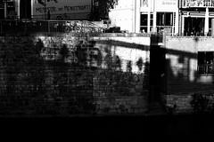 Shadow people (Leica M6) (stefankamert) Tags: shadow people film analog grain wall light leica m6 leicam6 blackandwhite blackwhite noiretblanc noir summicron dr dualrange kodak trix tübingen street rangefinder analogue