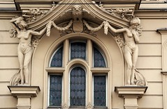 Prager Fassadendetails - 41 (fotomänni) Tags: prag praha prague kunst art reisefotografie statue skulpturen skulptur sculpture manfredweis