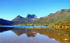 Dove Lake & Cradle Mountain (annewilson12) Tags: dovelake cradlemountain cradlemountainnationalpark tasmania australia lake mountain earlymorning travel travelphotography